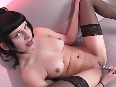 Lay German cutie plays with her hairless pussy