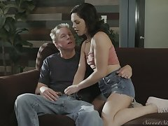 Cute virgin gal Petra Blair lures man coupled with gets her wet pussy disintegrated