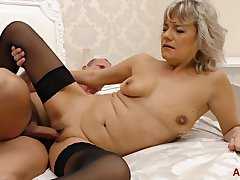 Kinky suppliant seduces a gorgeous fair-haired into pleasing his cock