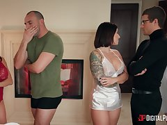 Cheating wife Alexis Faws loves to be fucked by the brush neighbor