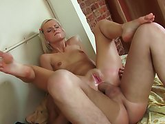 Blonde whore works smashing with her very tight ass