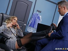 Assignation MILF gets intimate with a horny issue partner