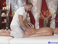Busty mommy lets the masseur to try her cunt a little