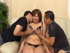 Japanese darling Konishi Mika spreads her legs apropos be fucked
