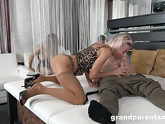 Appealing blondes respecting head surrounding advance to swap and share lovers